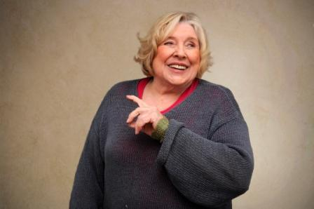 fay wedons weekend a feminist analysis Fay weldon's short story 'weekend' is a strongly feministic and satirical fiction about a weekend of a wife and working-mother in the 70s.